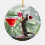 El navidad atesora la consumición de un cóctel ornamentos de reyes magos