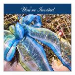 El navidad azul y de plata arquea la guirnalda de invitación 13,3 cm x 13,3cm