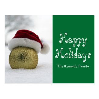 El navidad burbujea en la nieve con un gorra de tarjeta postal