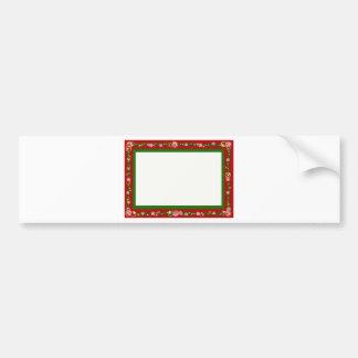 El navidad confina los copos de nieve rojos de la etiqueta de parachoque