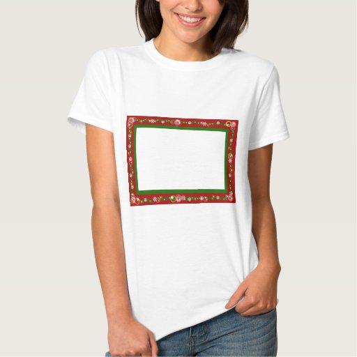 El navidad confina los copos de nieve rojos de la remera
