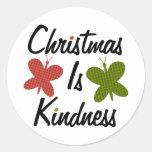 El navidad es amabilidad pegatina redonda