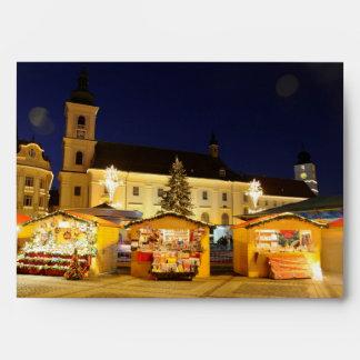 El navidad mide el tiempo en la noche en Sibiu