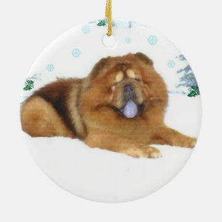 El navidad nevoso de un perro chino adorno navideño redondo de cerámica