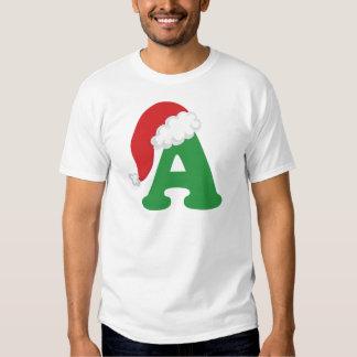 El navidad pone letras a una camisa del alfabeto