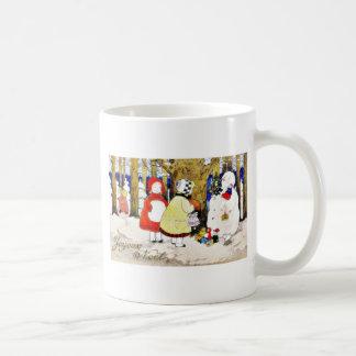 El navidad que saluda con el hombre de la nieve pr taza de café