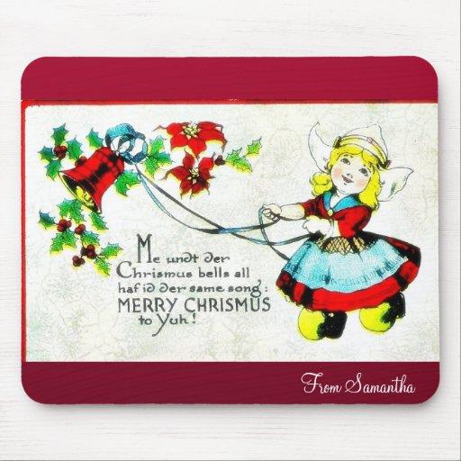El navidad que saluda con un muchacho sostiene los alfombrilla de ratón