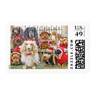 El navidad trae a la familia entera junto timbres postales