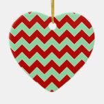 El navidad zigzaguea adorno de cerámica en forma de corazón