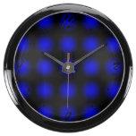 El negro azul se descolora reloj beta del fishbowl reloj acuario