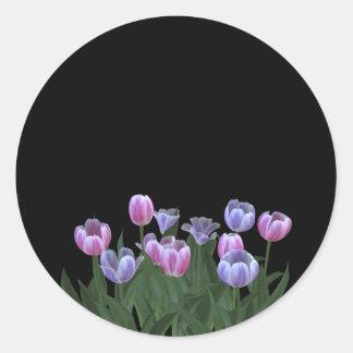 El negro con el tulipán bonito florece a los pegatina redonda