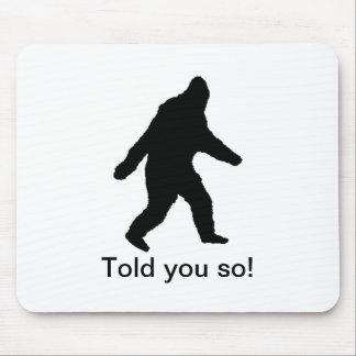 ¡El negro de Bigfoot que caminaba le dijo tan! Mousepad