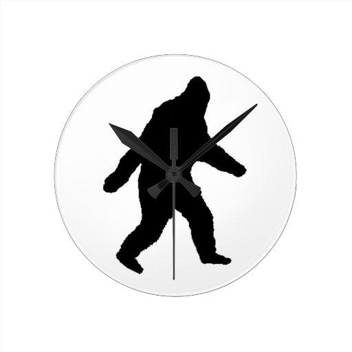 ¡El negro de Bigfoot que caminaba le dijo tan! Reloj De Pared