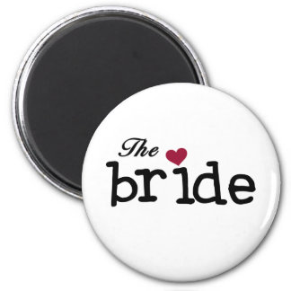 El negro de la novia con el corazón rojo imán redondo 5 cm