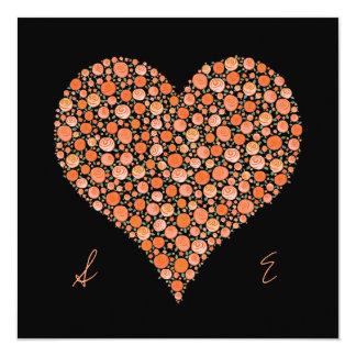 El negro del compromiso con el corazón anaranjado invitación 13,3 cm x 13,3cm