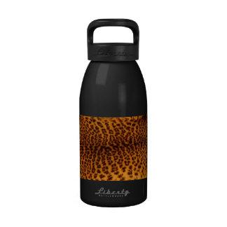 El negro del estampado leopardo manchó la botellas de beber