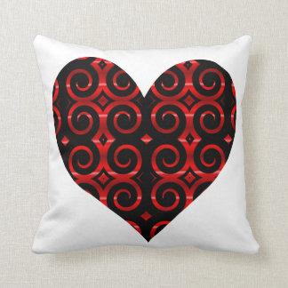 El negro distintivo remolina (en rojo) corazón cojín