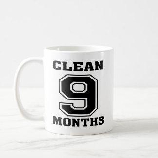El negro en blanco 9 meses limpia la taza