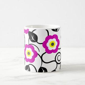 El negro floral púrpura deja la taza del diseñador