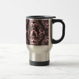El negro rosado del damasco dispara contra las pis taza de café