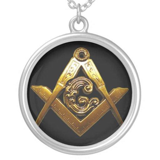 El negro y el oro diseñan el collar MASÓNICO