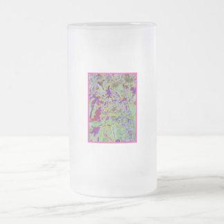 El neón convirtió el fondo del diseño a digital jarra de cerveza esmerilada