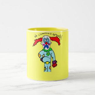 El ningún clowning alrededor taza de dos tonos