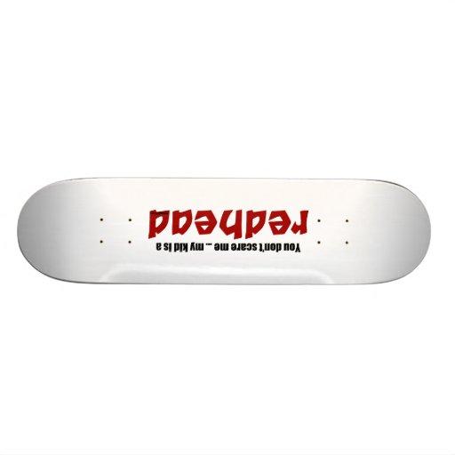El niño es un Redhead Tabla De Skate