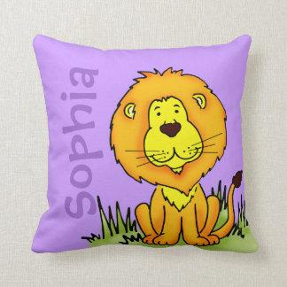 El nombre del león y la púrpura recién nacida del  cojines