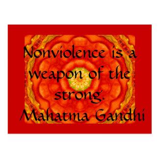 El Nonviolence es un arma del fuerte. - Gandhi Tarjetas Postales