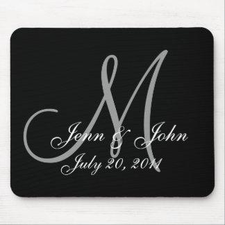 El novio de la novia del monograma del boda nombra mouse pad