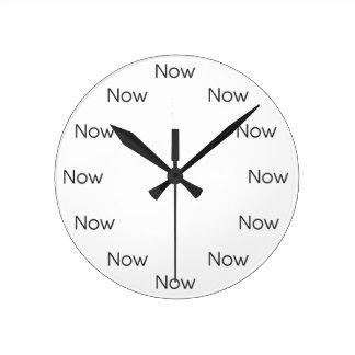 El Now es Zen™ Reloj Redondo Mediano