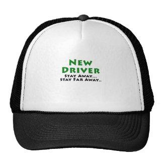 El nuevo conductor permanece lejos estancia lejos gorra