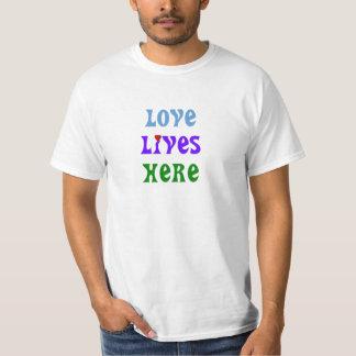 ¡El nuevo diseño del logotipo para el amor vive Poleras