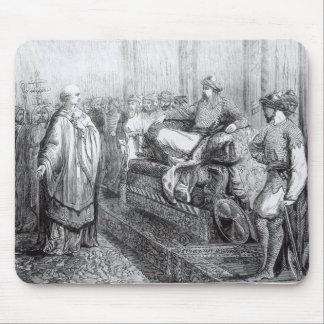 El obispo de Salisbury antes de Saladin Mouse Pads