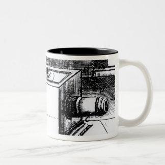 El obscura reflejo de la cámara de caja taza