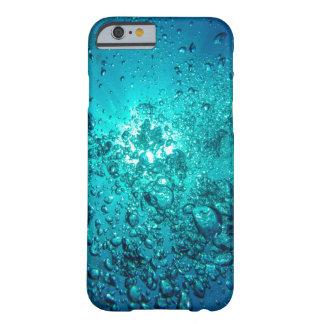 El océano subacuático azul bonito burbujea caja funda de iPhone 6 barely there