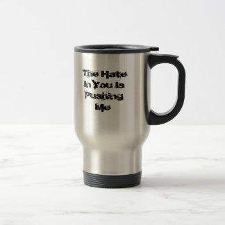El odio en usted me está empujando taza de café