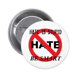 El odio es estúpido pins