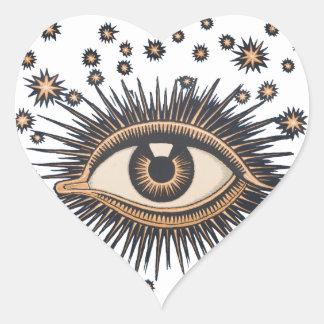 El ojo celestial del vintage protagoniza la luna pegatina en forma de corazón