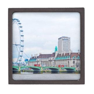 El ojo de Londres en un día soleado Caja De Joyas De Calidad