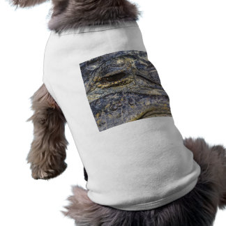 El ojo de un cocodrilo camisa de mascota