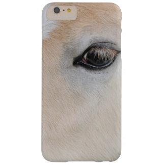 El ojo de un potro raro de la raza de Haflinger Funda De iPhone 6 Plus Barely There