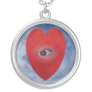 El ojo del corazón colgante redondo