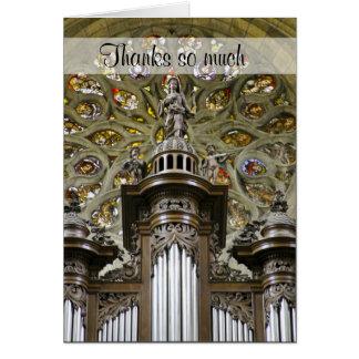 El organista le agradece cardar tarjeta de felicitación