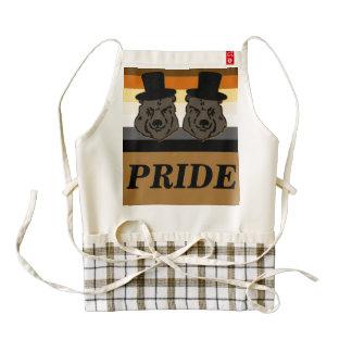 El orgullo del oso lleva el delantal del corazón delantal zazzle HEART