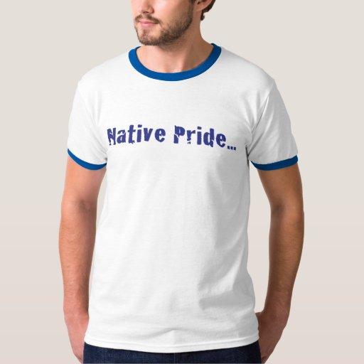 El orgullo nativo de los hombres en la camiseta de