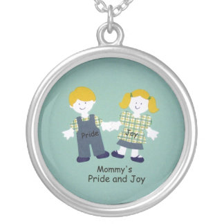 El orgullo y la alegría de la mamá collar plateado