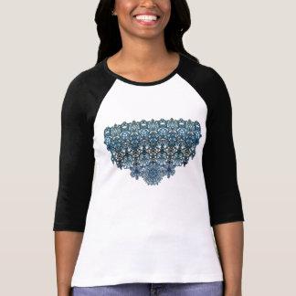 El ornamento coloreado romántico tiene gusto de t-shirt