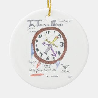 El ornamento conmemorativo de trece relojes adorno navideño redondo de cerámica